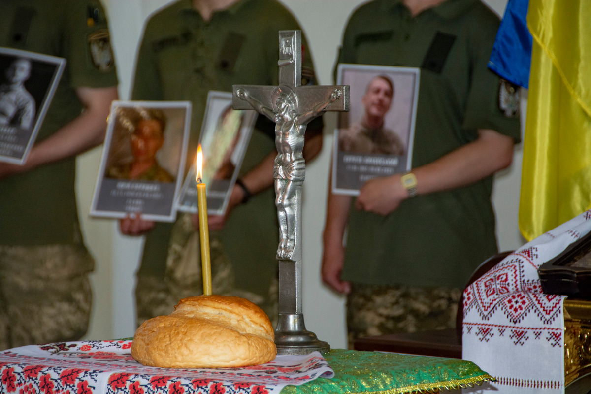 У Полтаві вшанували пам'ять воїнів, які полягли на російсько-українському фронті навесні цього року.