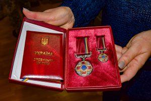 Помічник міністра оборони України вручив орден дружині Віталія Нетребовського