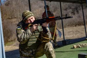 Близько 200 резервістів підрозділів територіальної оборони Полтавської області виконували навчальні вправи зі стрілецькою зброєю.