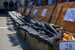29 середніх навчальних закладів Полтавщини отримали учбову зброю.